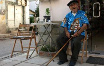 Oud mannetje in Nea Kallikratia Centrale regio Chalkidiki